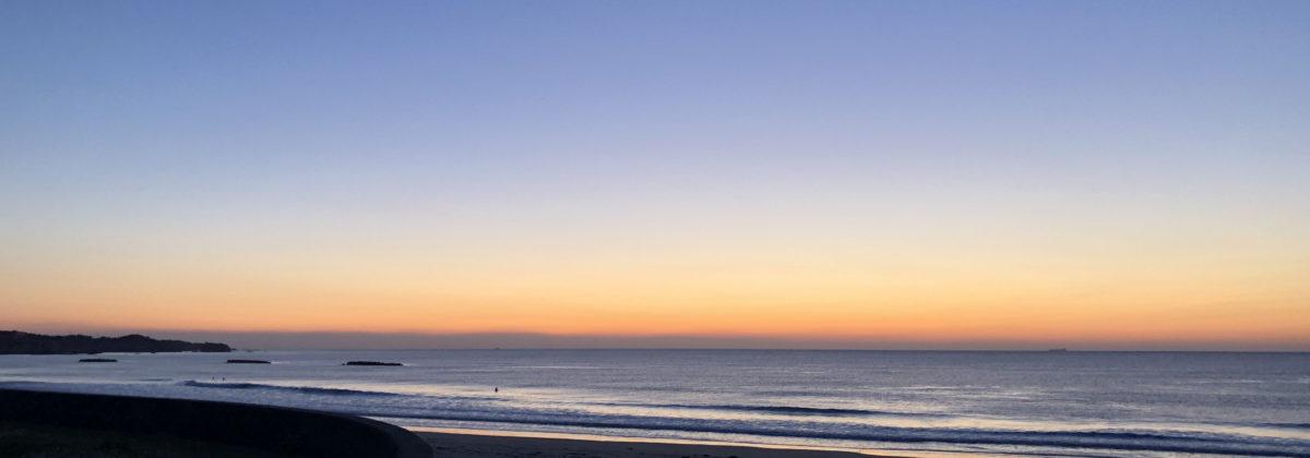 国府の浜の朝の様子